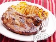 Мариновани свински пържоли / котлети с мед, чесън и соев сос печени на тиган